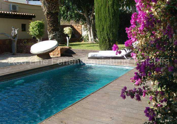 Ferienhaus auf Gartengrundstück mit Pool 01