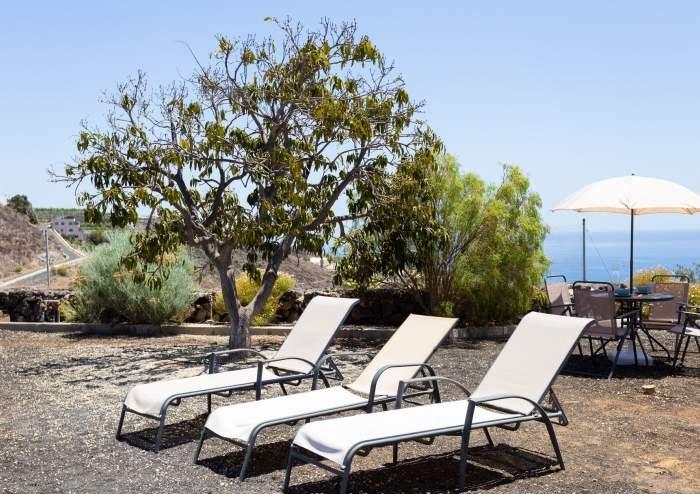 Teneriffa Ferienhaus. Villa auf Finca mit Pool, großem Garten und Terrasse bei Los Gigantes
