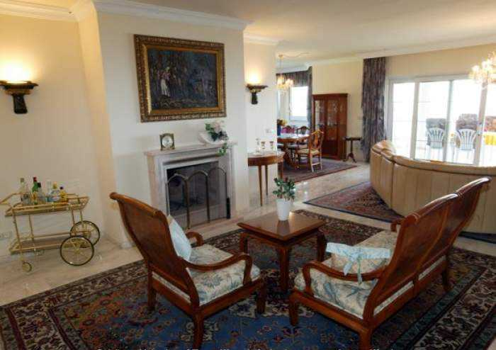 Luxus pur - ruhige Penthousewohnung mit Pool und Terrasse im Süden