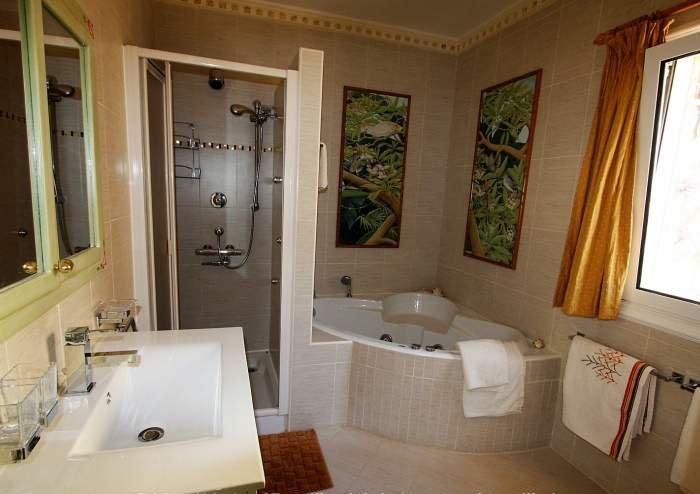 Exklusive, strandnahe Villa mit Poolbereich, großem Garten und Terrasse