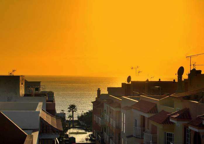 Große, strandnahe Ferienwohnung mit Innenhofterrasse in Playa San Juan