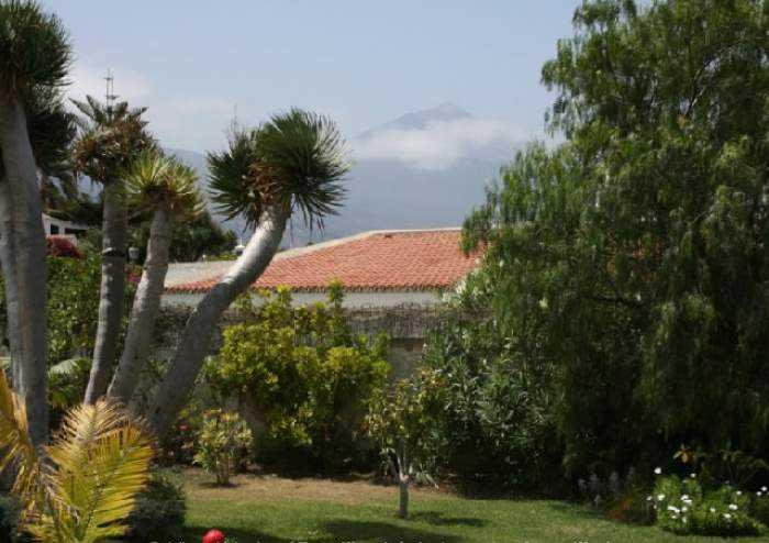 Hochwertige Villa in bester Lage von Santa Ursula mit Garten und Pool
