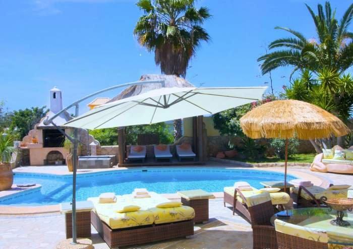 Teneriffa Ferienhaus. Exklusive, Rollstuhl geeignetes, strandnahe Villa mit Poolbereich, großem Garten und Terrasse