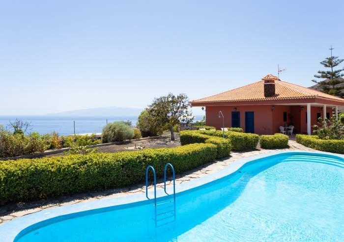 Teneriffa Ferienhaus. Wundervolles Ferienhaus mit traumhafter Aussicht und Pool.