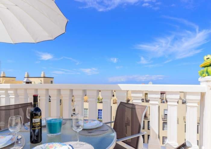 Teneriffa Ferienwohnung. Ferienwohnung mit Dachterrasse, Meerblick und Pool in Callao Salvaje.