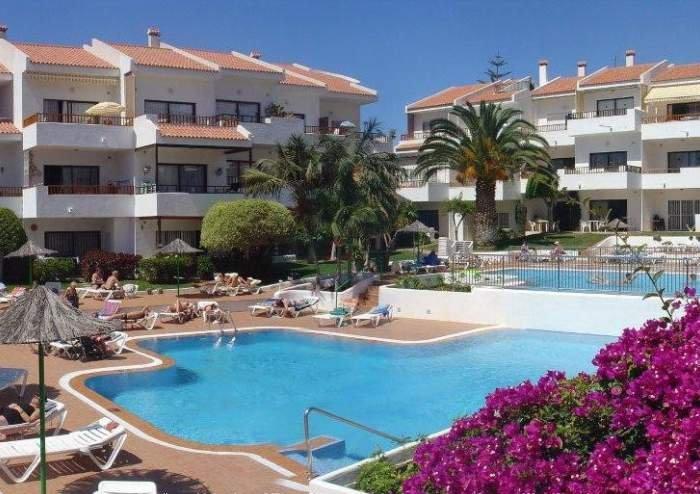 Teneriffa - Zentral gelegene Ferienwohnung mit Pool und einem SZ in Los Cristianos.