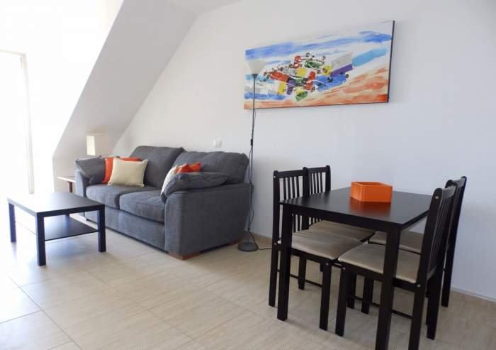 Teneriffa. Moderne Ferienwohnung mit 2 Schlafzimmern und Meerblick in Strandnähe.