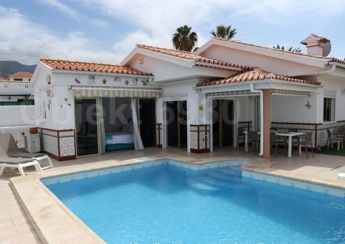 Ferienhaus Teneriffa. Ruhige Villa mit beheizbarem Pool und Grill in Callao Salvaje