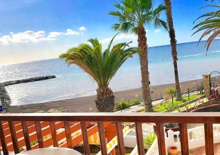 Teneriffa - luxuriöses Ferienhaus direkt an der Playa del Duque mit Pool.