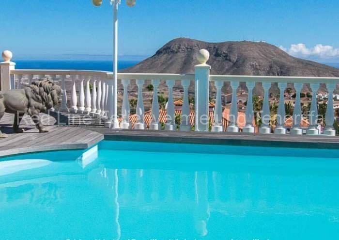Teneriffa Luxuriöse Ferienwohnung im sonnigen Süden mit großem Pool und Terrasse