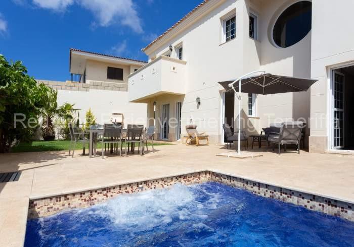 Teneriffa Luxus-Ferienhaus. Große Luxus-Ferienvilla mit Privatpool, Garten und vielen Extras in Tabaiba